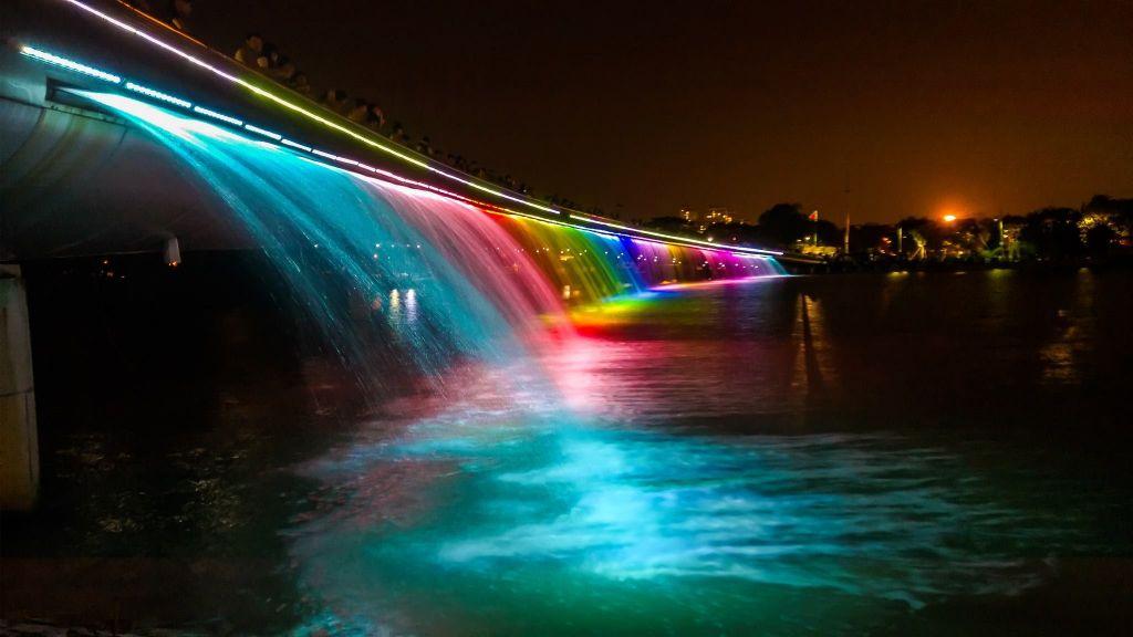 Vé máy bay đi Sài Gòn - Cầu Ánh Sao lung linh trong đêm