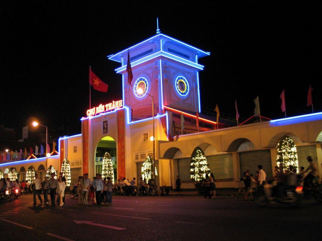 Vé máy bay đi Sài Gòn tham quan chợ Bến Thành