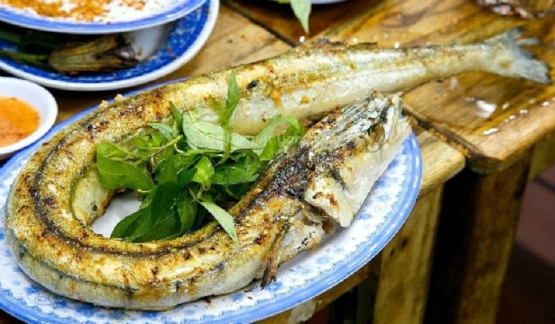 Cá xanh nướng bẹ chuối