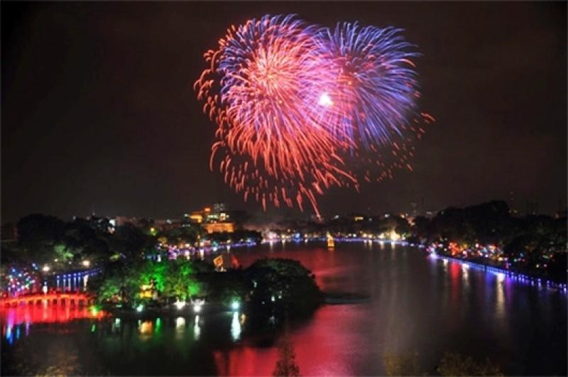 Hồ Hoàn Kiếm là địa điểm tuyệt đẹp tổ chức bắn pháo hoa
