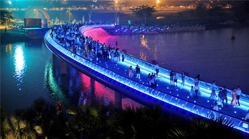 Cầu ánh sao – Hồ Bán Nguyệt