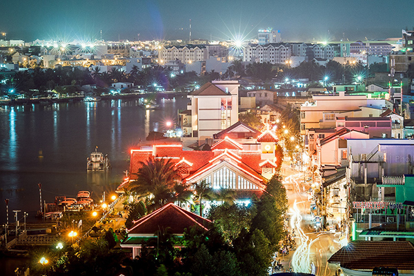 Bến Ninh Kiều nằm