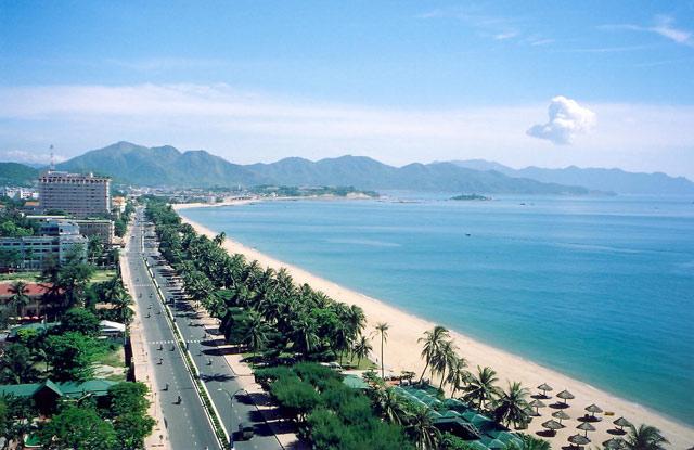 Biển Nha Trang hấp dẫn bao du khách