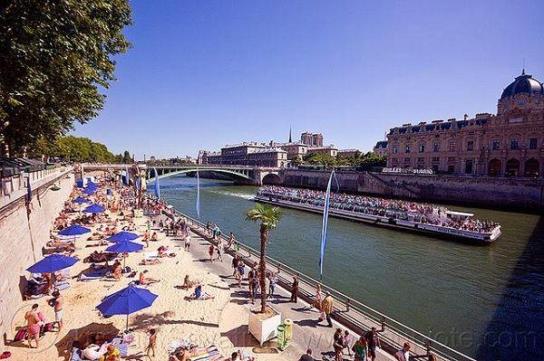 Tắm biển ở Paris
